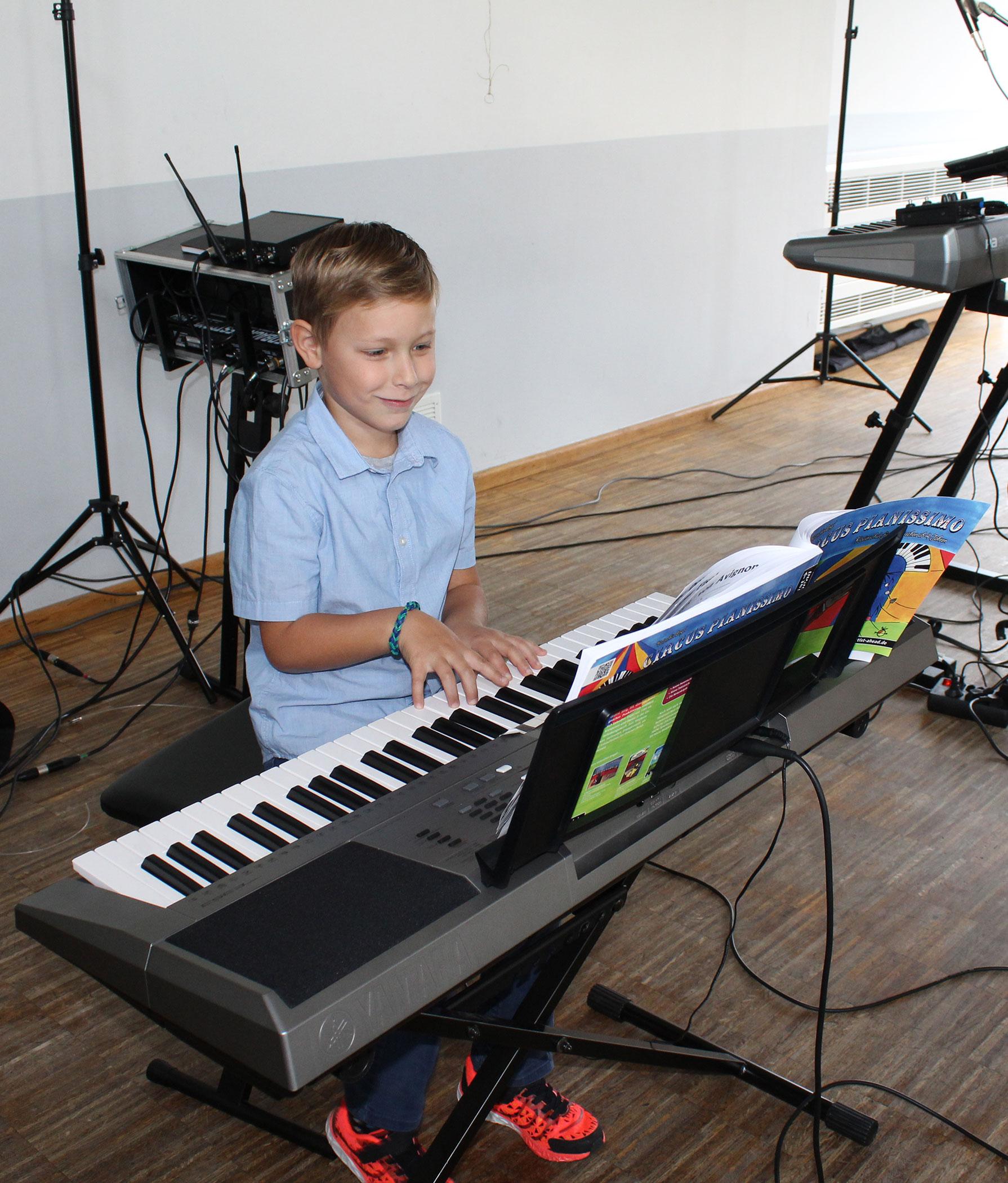 Keyboardspiel Junge