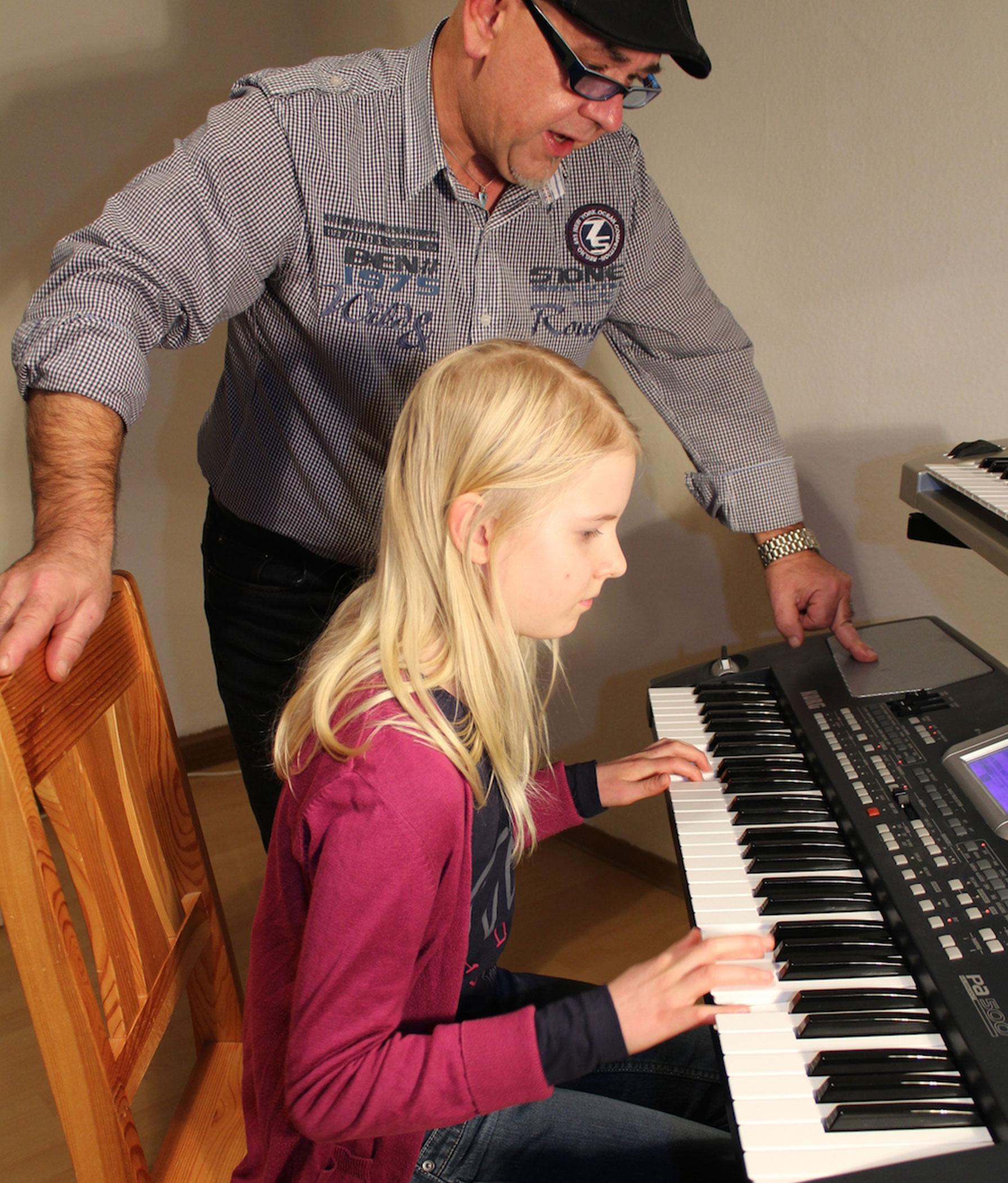 Keyboardschülerin